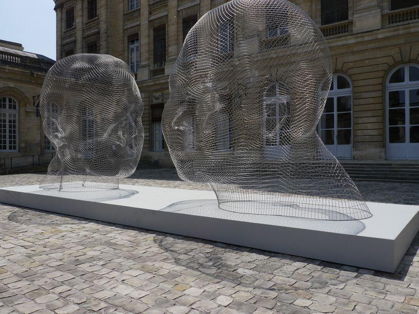 Exposition Jaume Plensa à Bordeaux : Marianna & Awilda dans la cour de l'Hôtel de ville
