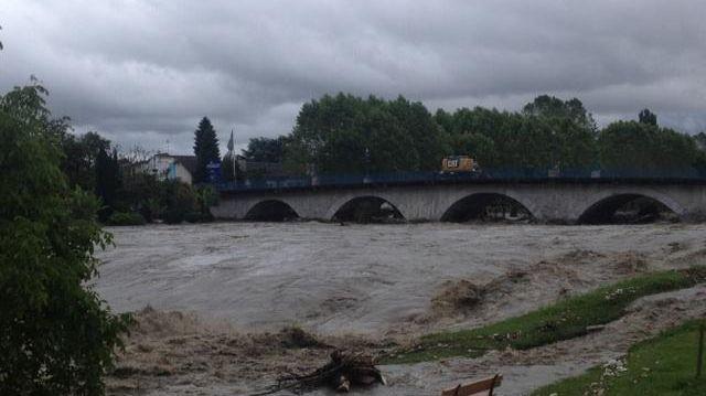 Inondations en Béarn : le pont de Claracq à Nay