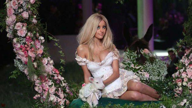 Depuis le début de l'affaire, Zahia a accédé à la notoriété et crée désormais de la lingerie.