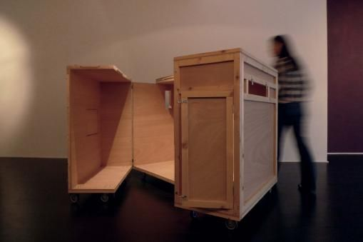 Jeanne Susplugas, House to house, bois, roues, 116x157x129 cm, 2010