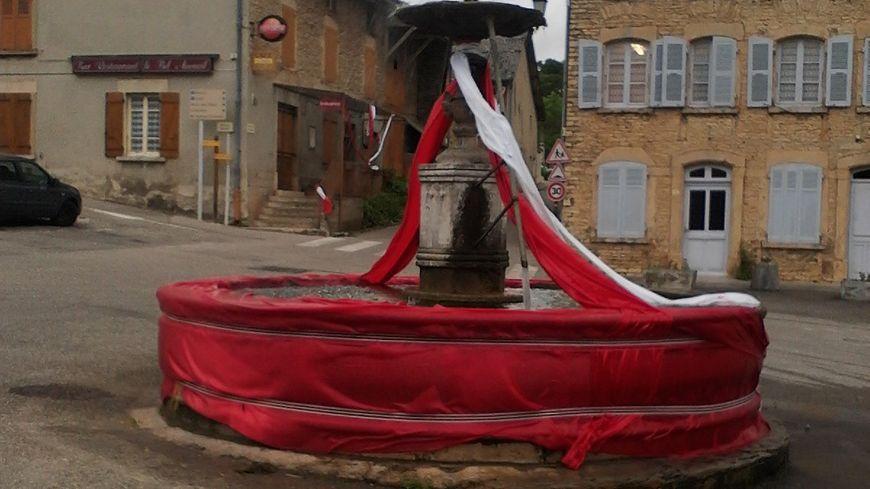 Saint-Marcel-Bel-Accueil en rouge et blanc pour l'Assmida