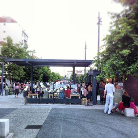 Ambiance discothèque pour un kiosque sur les boulevards à Valence pour la fête de la musique.