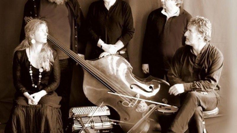 Le groupe brestois Amzelam avec Jacques Philippot (à droite)