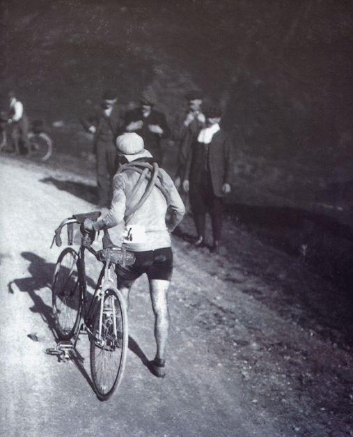Octave Lapize alterne cousre à pied et à bicyclette