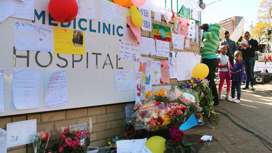 Un mur de l'hôpital de Pretoria a été transformé en mémorial improvisé