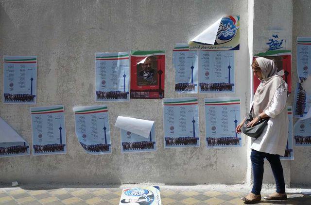 Affiches de campagne dans les rues de Téhéran