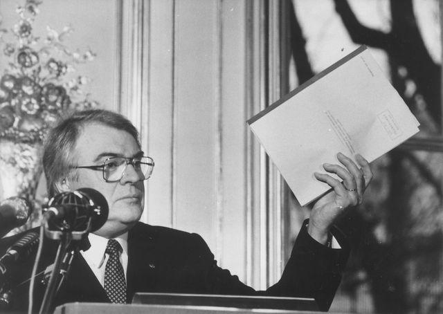 Pierre Mauroy en janvier 1984