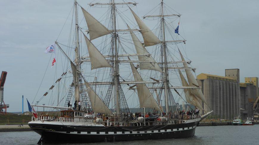 Armada 2013 : le départs des bateaux à Rouen - le Belem