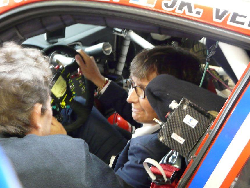 Valérie Fourneyron au volant de la voiture 76