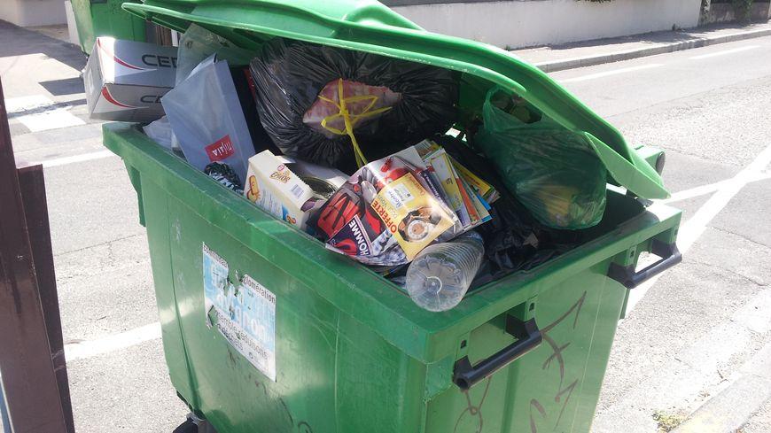 Les poubelles débordent très souvent dans l'hypercentre de Bordeaux