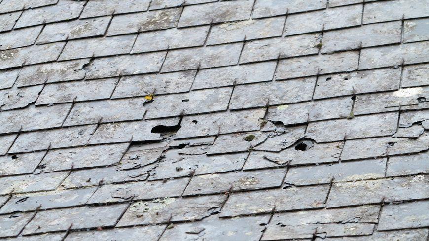Des impacts bien visibles sur ce toit à Vouvray.