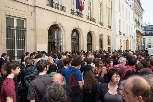 Rassemblement à Science Po en hommage à Clément Méric