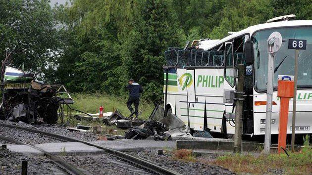 Sept collégiens avaient trouvé la mort lors de la collision de leur car avec un train.