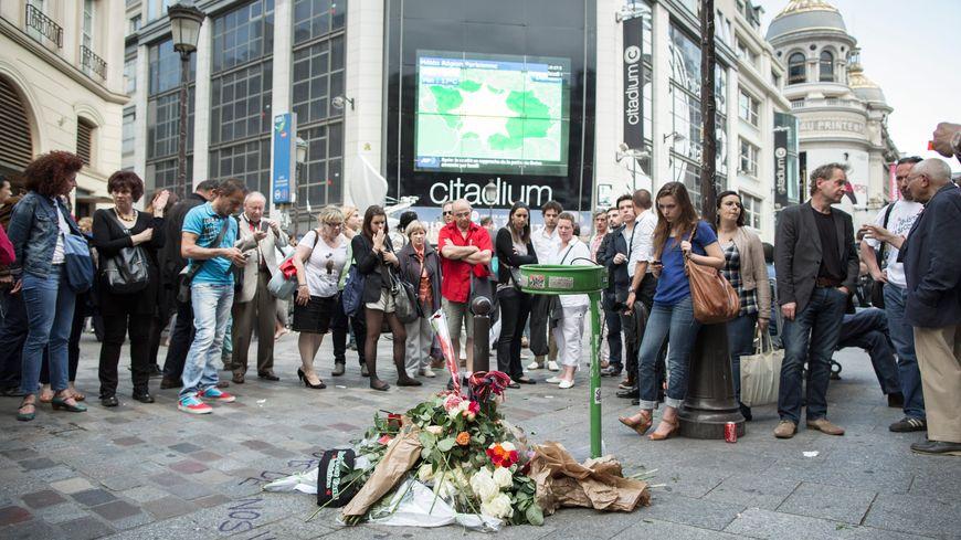 Des rassemblements en hommage à Clément Méric ont eu lieu à Paris, sur les lieux du drame, et dans de nombreuses autres villes.