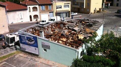 Explosion au gaz à Romans : la toiture soufflée