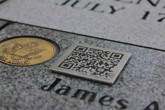 QR code sur une pierre tombale