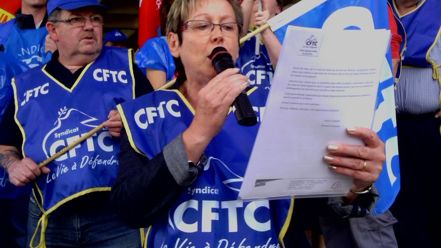 Evelyne Isinger CFTC à la manifestation contre l'ouverture des magasins le dimanche
