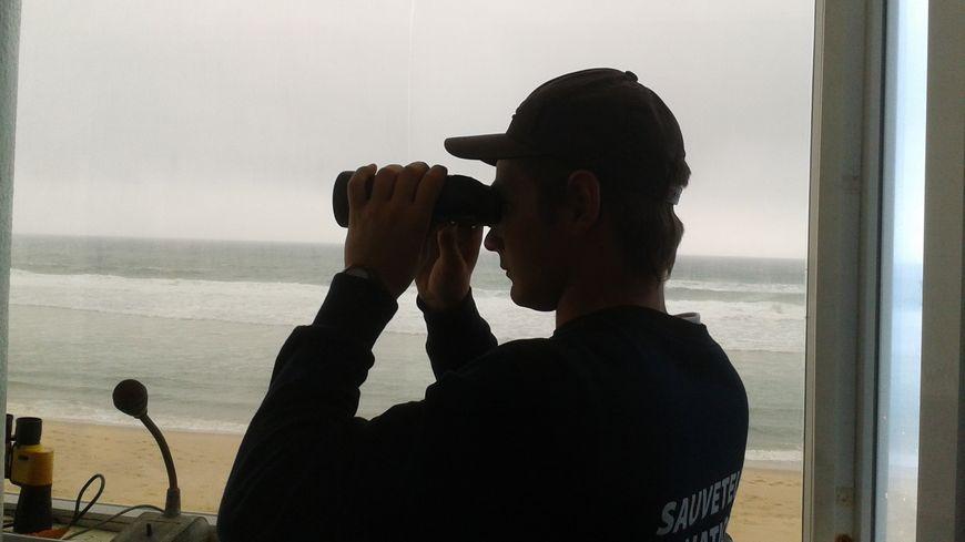 La surveillance de la plage centrale est désormais quotidienne à Lacanau