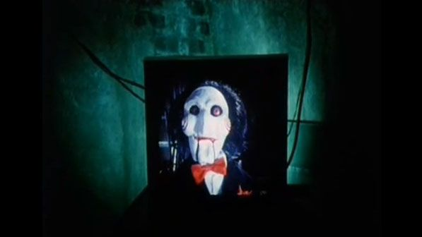 Le méchant du film Saw prend les traits d'un petit homme masqué
