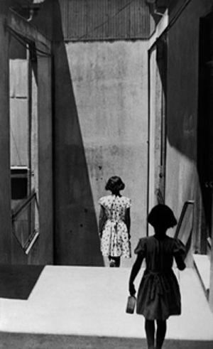 Sergio Larrain - Passage Bavestrello, Valparaiso, Chili, 1952.