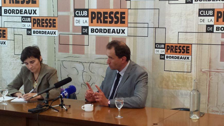 Vincent Feltesse devant le Club de la Presse de Bordeaux