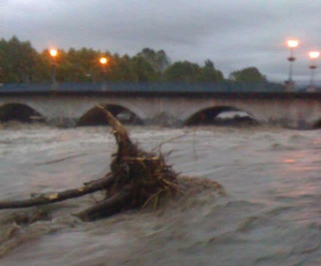 Inondations en Béarn : le pont de Claracq à Nay ce mercredi matin