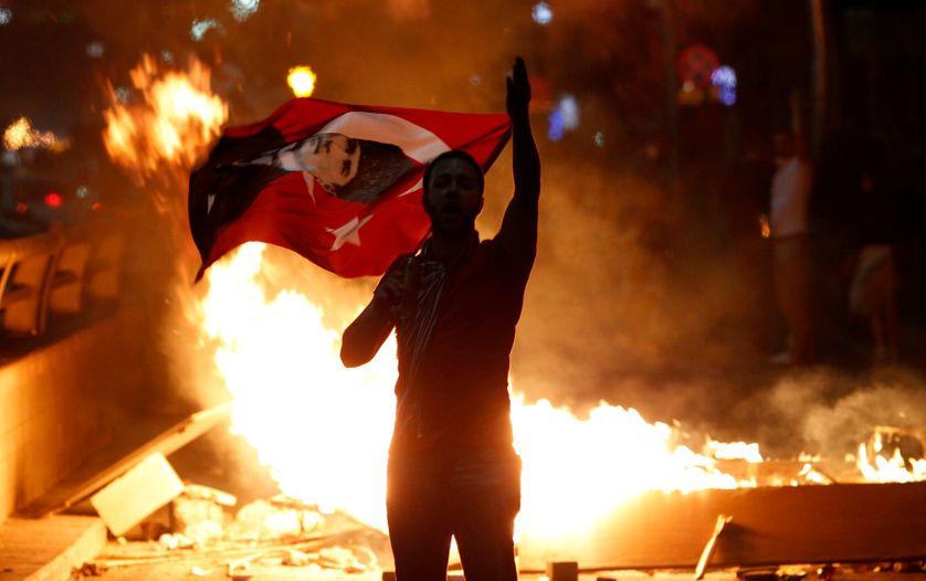 Des manifestants protestent contre le gouvernement Erdogan