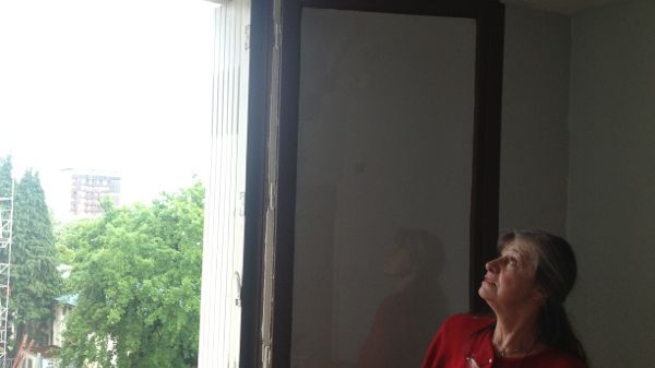 Les locataires de Françoise sont partis. Il pleuvait dans la chambre des enfants