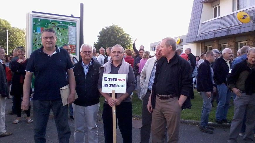 200 manifestants hier soir à Douvres la Délivrande