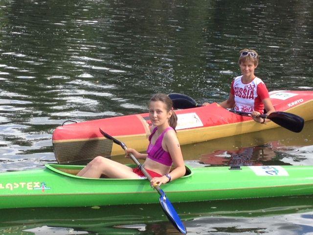 Tatiana et sa mère natasha en kayak