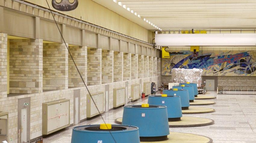 La salle des machines de la centrale hydroelectrique de la Bathie