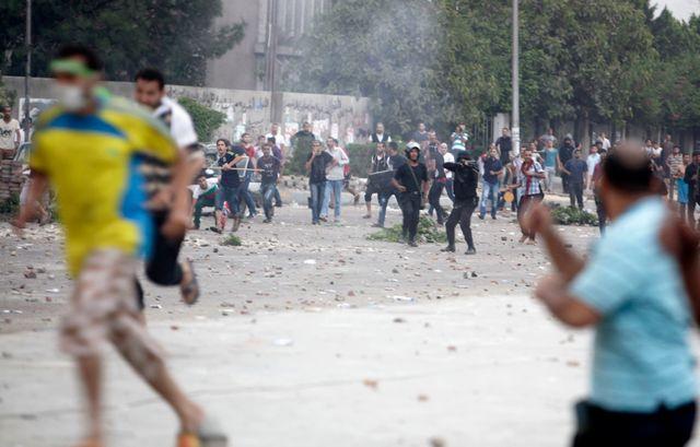 policiers et supporters de Morsi se sont violement affrontés ce matin au Caire
