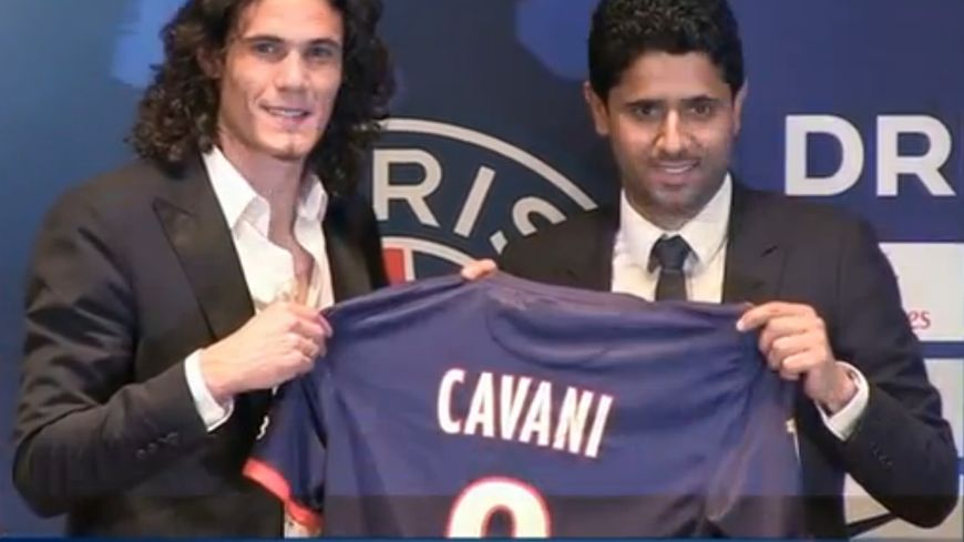 Edinson Cavanio aux cotés du président du PSG, Nasser el-Khelaïfi