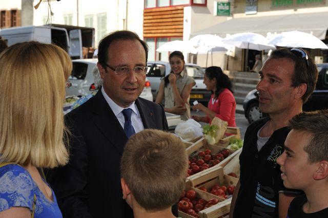 Visite surprise ed François Hollande en Corrèze. Ici sur le marche de Tulle