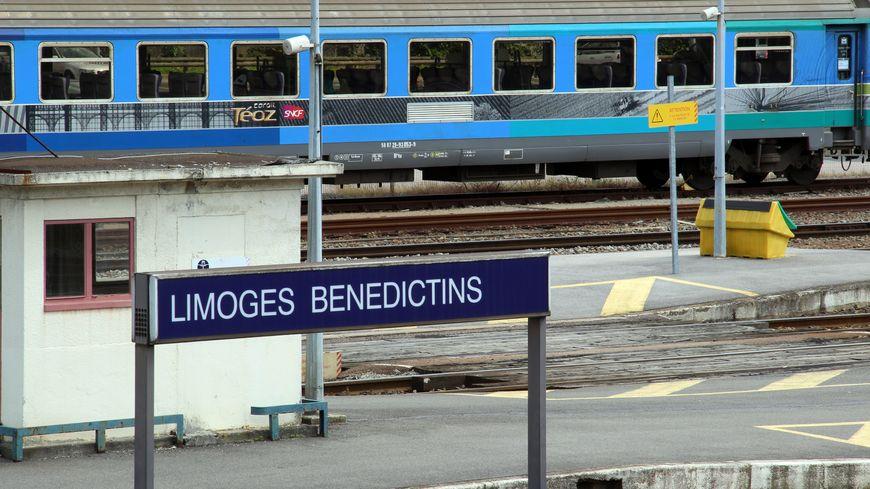 Une rame de Téoz Intercités en gare de Limoges.