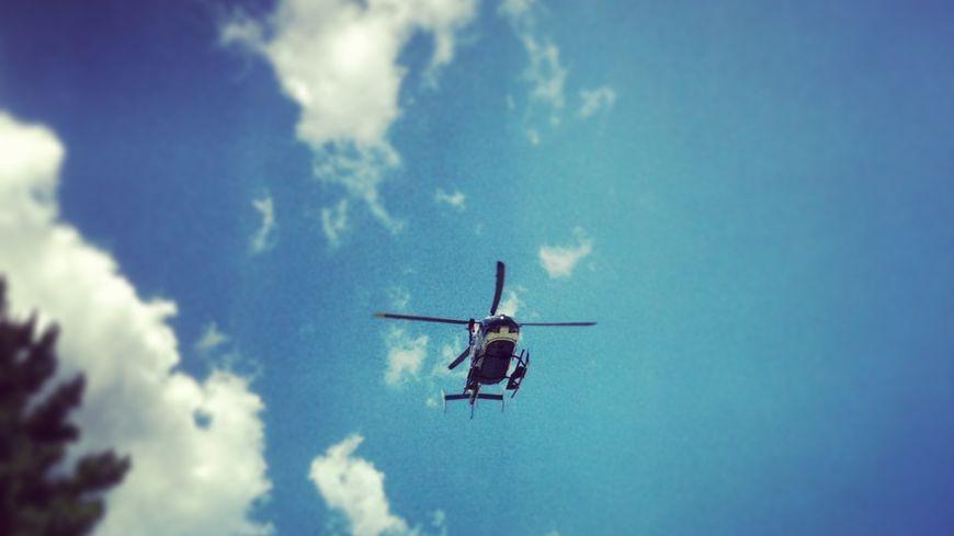 Hélicoptère photo d'illustration