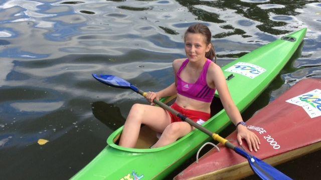 Tatiana, 11 ans,  va traverser la Manche en canoë kayak