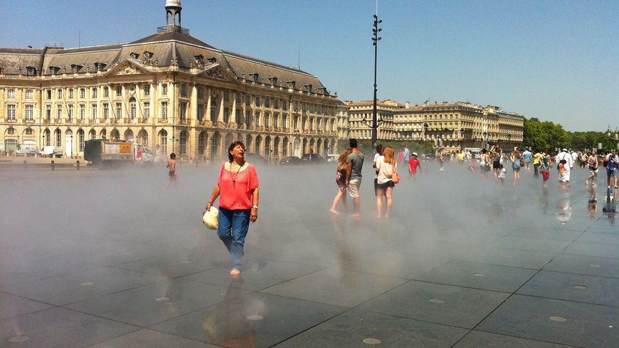 Le brumisateur du miroir d'eau à Bordeaux