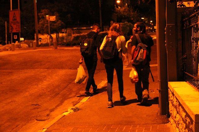 Dans les rues vides de Haïfa la nuit