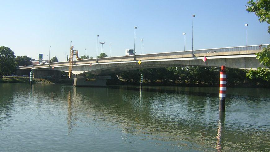 Pont de l'Europe - bras d'Avignon