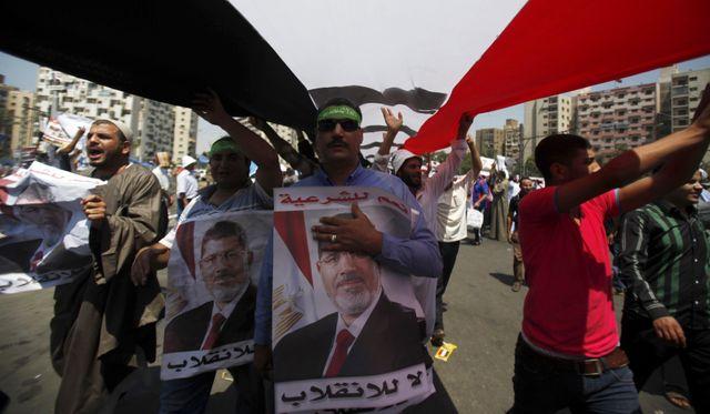 Des milliers de manifestants s'affrontent en Egypte ce vendredi