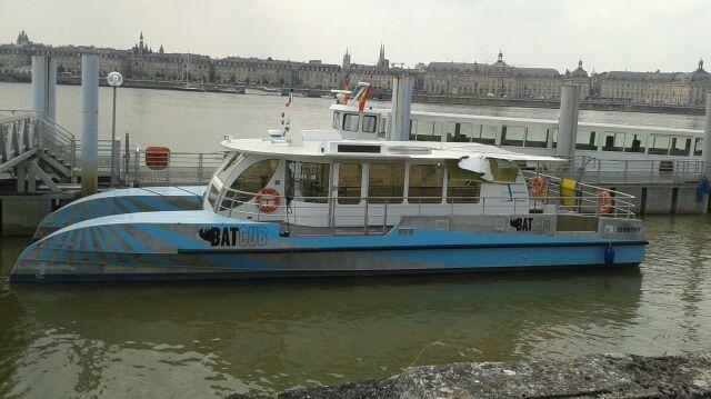 L'un des 2 BatCub stationnés quai Parlier, sur la rive droite de Bordeaux