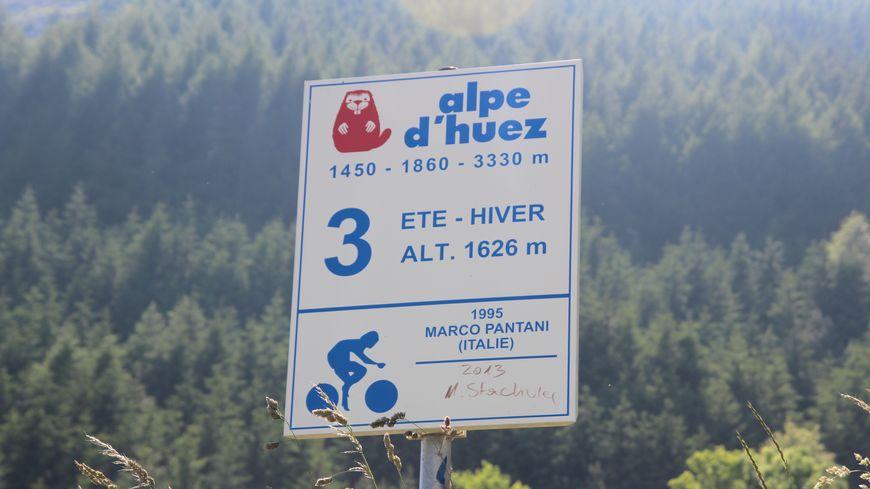 Le virage n°3 de l'Alpe d'Huez : l'un des meilleurs spots pour admirer le Tour de France - PANNEAU