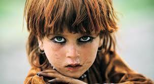 petite fille Afghane photographiée en 2003 - Reza