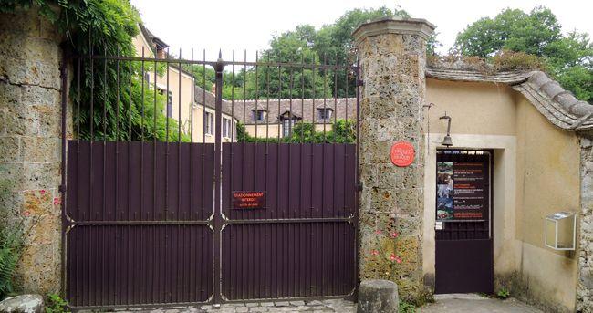 Le portail de la Maison Aragon