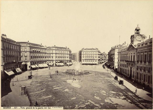 Madrid, vue générale de la Puerta des Sol vers 1870