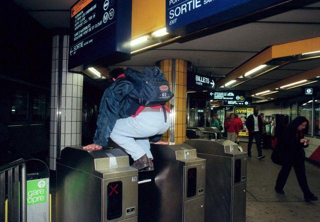 Il y aurait un fraudeur par minute dans le métro parisien