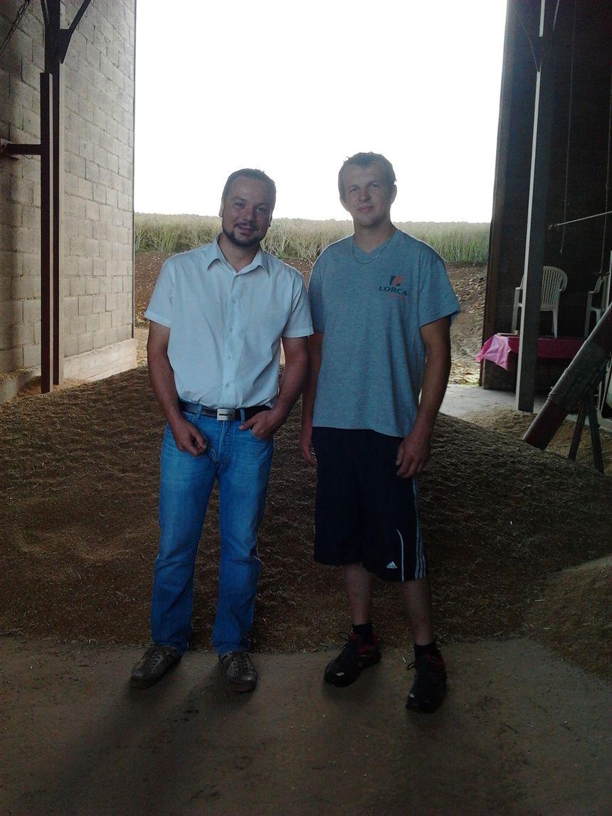 Jean-Charles Denis de la coopérative lorraine Lorca et Adrien de Floraine, un agriculteur, installé dans le secteur de Gorze.