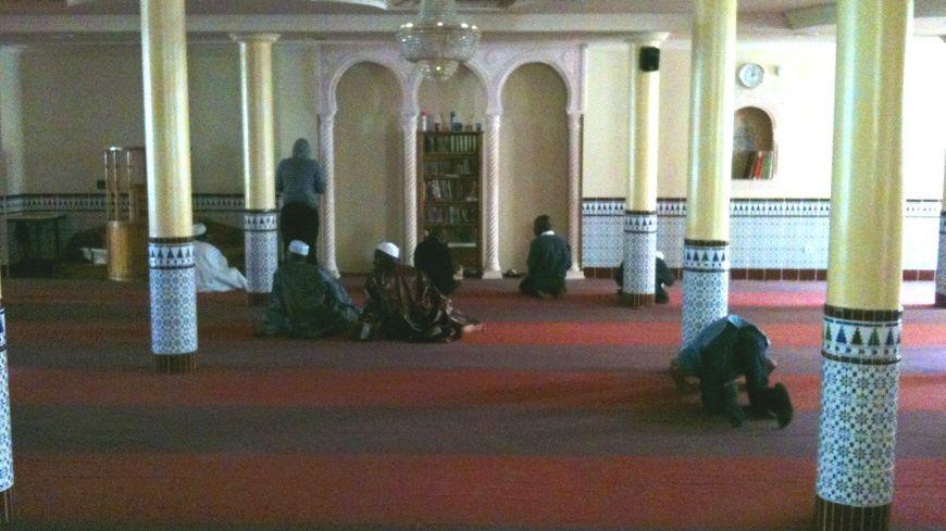 Musulmans en prière à la mosquée de Bordeaux (illustration)