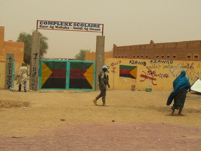 Jour de vote, à Kidal, dans le Nord-Mali. Les urnes sont installées dans cette école, surveillée par des soldats de l'ONU.